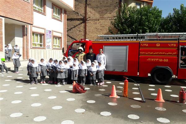 برگزاري دوره آموزشي شناخت ماموريت هاي آتش نشاني براي دانش آموزان