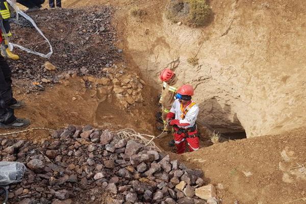 انجام عمليات امدادي در ارتفاعات روستاي سربندان با همكاري آتش نشاني دماوند