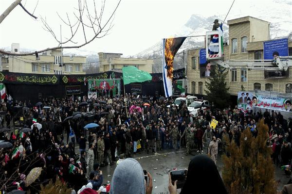 تجلی حضور حماسی مردم شهرستان دماوند در راهپیمایی 22 بهمن